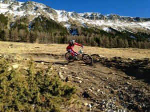 VTT femme ENDURO DH bike park saint jean Montclar