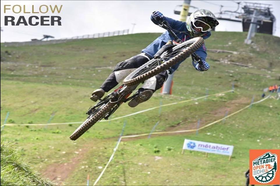 Mélanie PUGIN pilote ENDURO VTT FEMME jump