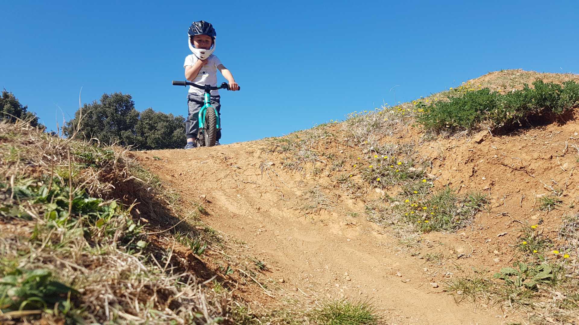 icone Faire un vélo avec son enfant, pumptrack maman enfant challenge